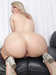 amateure shemale nude big ass